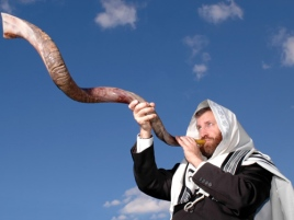 blowing-shofar-rosh-hashanah